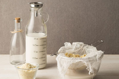 Homemade-Almond-Milk-(3).jpg